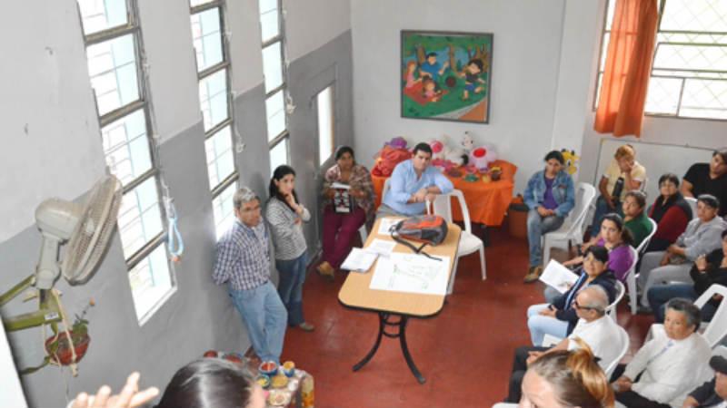 Comienzan a escriturar viviendas en barrio Los Eucaliptos